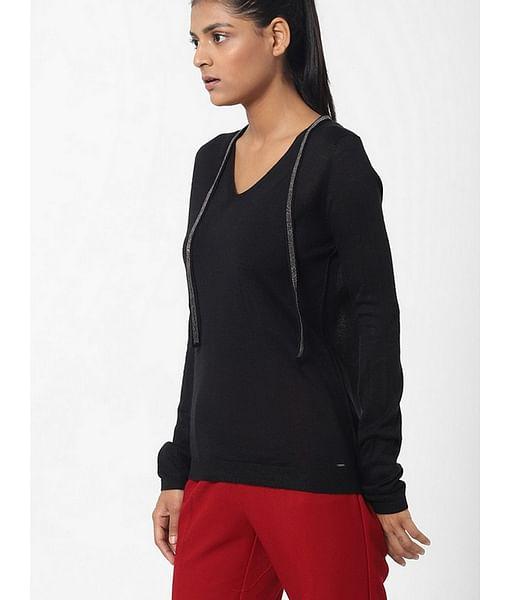 Women's slim fit V neck full sleeves Sibylla string top